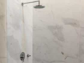 Mármore aplicado na casa banho