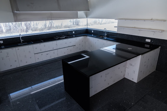 black counter top and flor gra2003