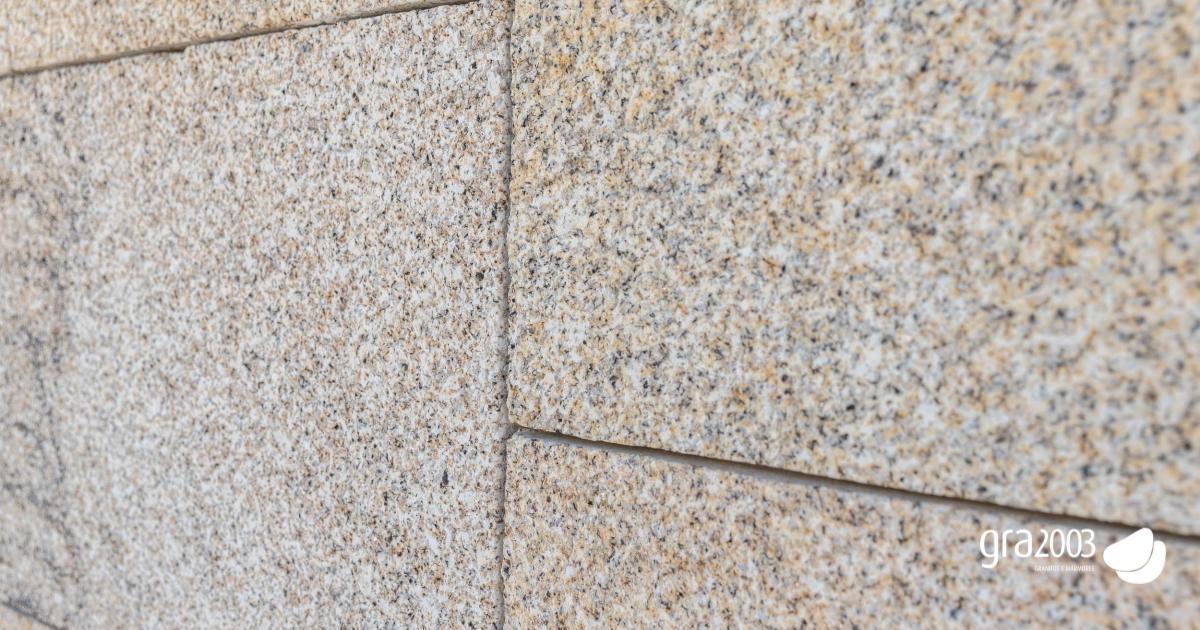 pormenor de muro de granito